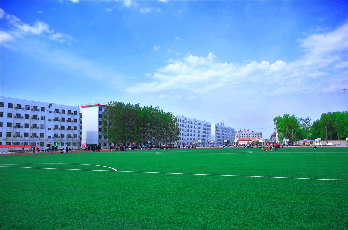校园运动场.JPG